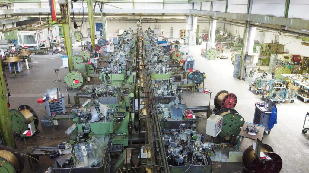 Produktionshalle HORA eTec Connectivity